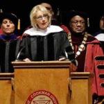 EEUU: Abuchean a Secretaria de Educación en plena graduación