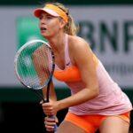 Sharapova dice que no pedirá una invitación para Wimbledon y que jugará la previa