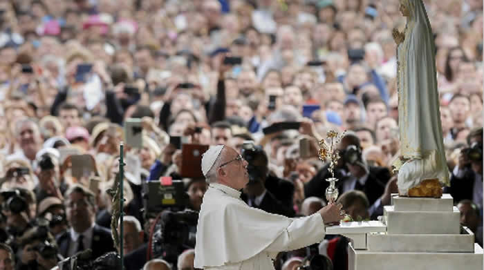 El papa canoniza a los pastores Jacinta y Francisco en Fátima