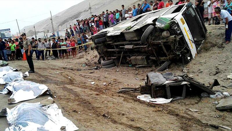 Ocho muertos y 25 heridos deja choque de bus y camión — Pasco