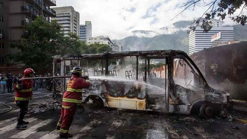 La oposición venezolana pide ayuda al ejército para frenar a Maduro