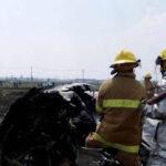 México: Avión LearJet se estrella cerca de aeropuerto y se incendia, 3 muertos (VIDEO)