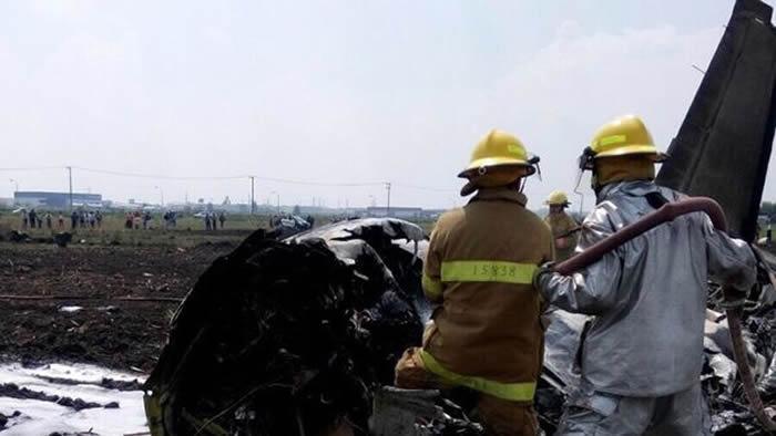 México: Dos personas mueren tras desplomarse avioneta
