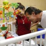 EEUU: Antonio Banderas visitó el Hospital Infantil Nicklaus de Miami