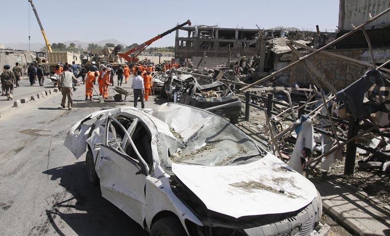 Atentado con coche bomba golpea zona de alta seguridad en Afganistan