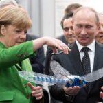 Merkel pide a Putin que influya en Chechenia para que se respete a gais
