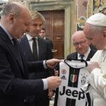 Papa Francisco invita a futbolistas ser un ejemplo para sus admiradores (VIDEO)