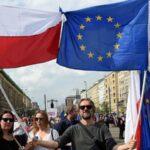 Miles de personas toman centro de Varsovia en protesta contra gobierno