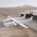 EEUU: Sale del hangar Stratolaunch el avión más grande del mundo (VIDEO)