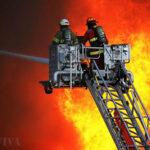 Las Malvinas: 300 bomberos luchan por controlar el fuego