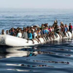 Naufragio de lancha neumática deja 60 migrantes desaparecidos en alta mar