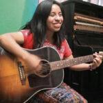 Sara Curruchich: la voz indígena guatemalteca cantará contra muro de Trump