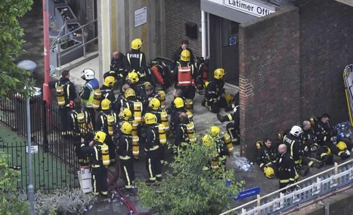 Adele visita a víctimas del incendio de edificio en Londres