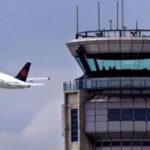 """Piloto cantando """"Despacito"""" bloquea comunicaciones de aeropuerto"""