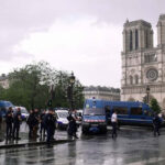 Francia: Terrorista ataca con martillo a policía frente a catedral de Notre Dame (VIDEO)