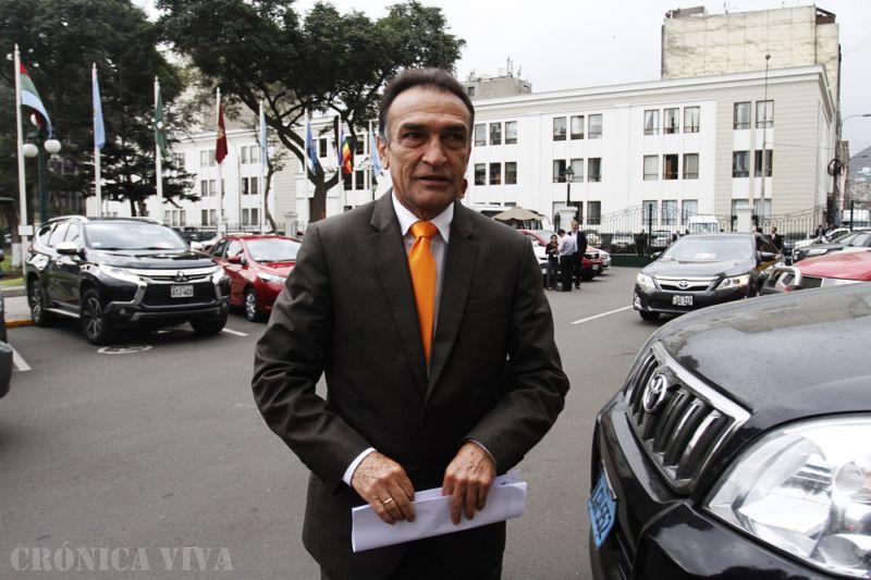 Comisión de Ética abre indagación a Héctor Becerril — Congreso