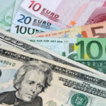 El dólar baja frente al euro y cierra mixto ante resto de divisas destacadas