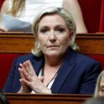 Francia: Acusan a Le Pen de desviar millones de euros del Europarlamento (VIDEO)