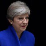 Reino Unido: May mantiene en sus puestos a principales ministros