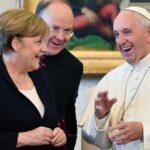 """El Papa y Merkel comparten su """"sintonía"""" sobre multilateralismo y clima"""