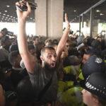 Londres: Damnificados de incendio protestan por falta de respuestas (VIDEO)