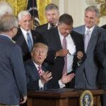 EEUU: Trump anuncia que se dispone a privatizar el tráfico aéreo
