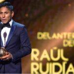 """""""La Pulga"""" Raúl Ruidíaz gana Balón de Oro del fútbol mexicano 2017"""