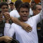 Leopoldo López es devuelto a su residencia bajo arresto domiciliario (VIDEO)