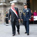 Fiestas Patrias: PPK regresó a pie a Palacio tras misa y Te Deum (VIDEO)