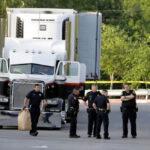 EEUU: 10 migrantes muertos y 30 gravestras viaje en remolque de camión (VIDEO)