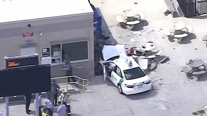 Vehículo atropella a grupo de peatones en Boston — Última Hora