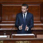 Francia: Macron propone reducir un tercio de diputados y senadores