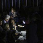 Protesta de senadoras interrumpe voto de reforma laboral planteada por Temer
