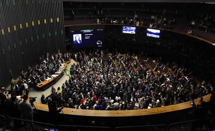 Senado brasileño aprueba reforma laboral de Temer en polémica jornada
