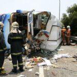 China: Mueren diecinueve personas al volcar un autobús en Cantón