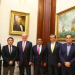 Gobierno y Apra califican de fructífera reunión en Palacio de Gobierno