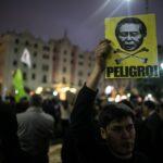 Miles de personas marchan en Lima contra un indulto a Fujimori