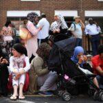 Extranjeros residentes en bloque incendiado en Londres pueden quedarse un año