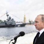 Rusia: Putin exhibió en gran desfile 50 modernosbuques y submarinos de guerra (VIDEO)