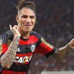 Paolo Guerrero prepara el festejo para un nuevo récord con el Flamengo