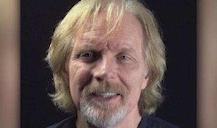 Muere actor de The Walking Dead, tras saltar en paracaídas
