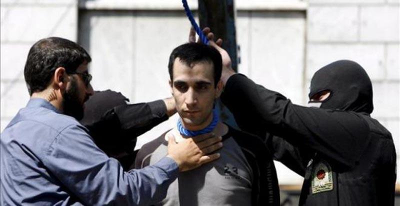 Vergonzosa ejecución de un hombre detenido a los 15 años — Irán