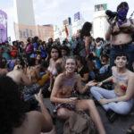 """EEUU: Celebran 10 años de marchas por la igualdad de género en """"topless"""""""