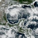 EEUU: Huracán Harvey crece a categoría 3 y se aproxima a Texas (VIDEO)