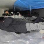 Hallan 60 inmigrantes en cargamento de camión refrigerado en Texas