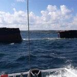 Buque de carga se parte en dos en altamar (Videos)