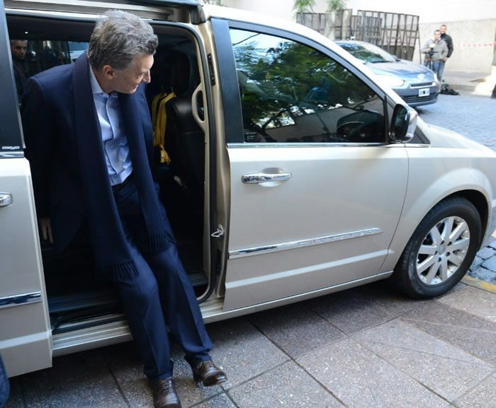Volverán a operar a Macri de una rodilla