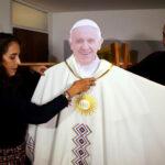 Colombia: Presentan vestiduras y ornamentos que vestirá el Papa