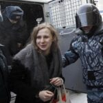 Rusia: Detienen a dos activistas de Pussy Riot por protesta no autorizada