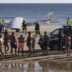 Portugal: Dos bañistas mueren arrollados por avioneta en una playa